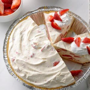 Easy Strawberry Lemonade Freezer Pie