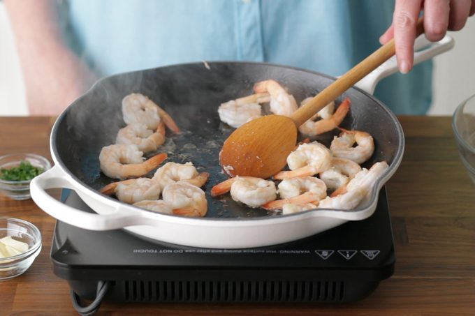 how to cook shrimp- cooking shrimp in pan