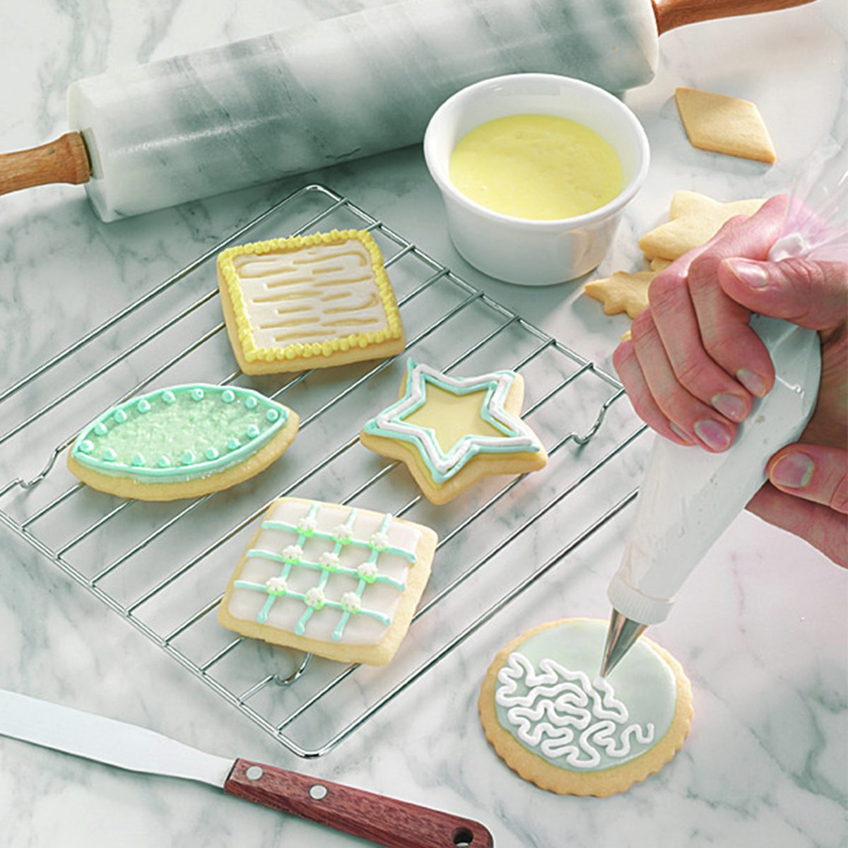 glazing and decorating cookies