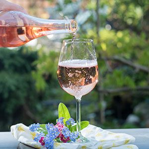 5 Must-Know Facts About Summer's Favorite Wine