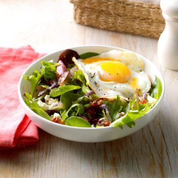 15 Salads with an Egg on Top