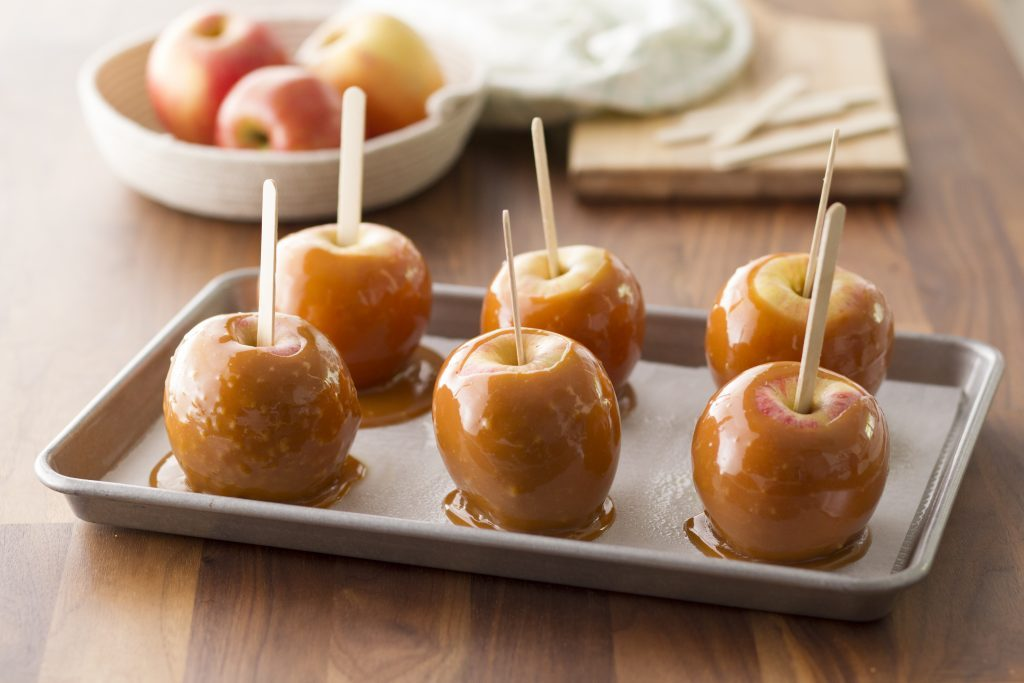 Baking sheet filled with caramel apples