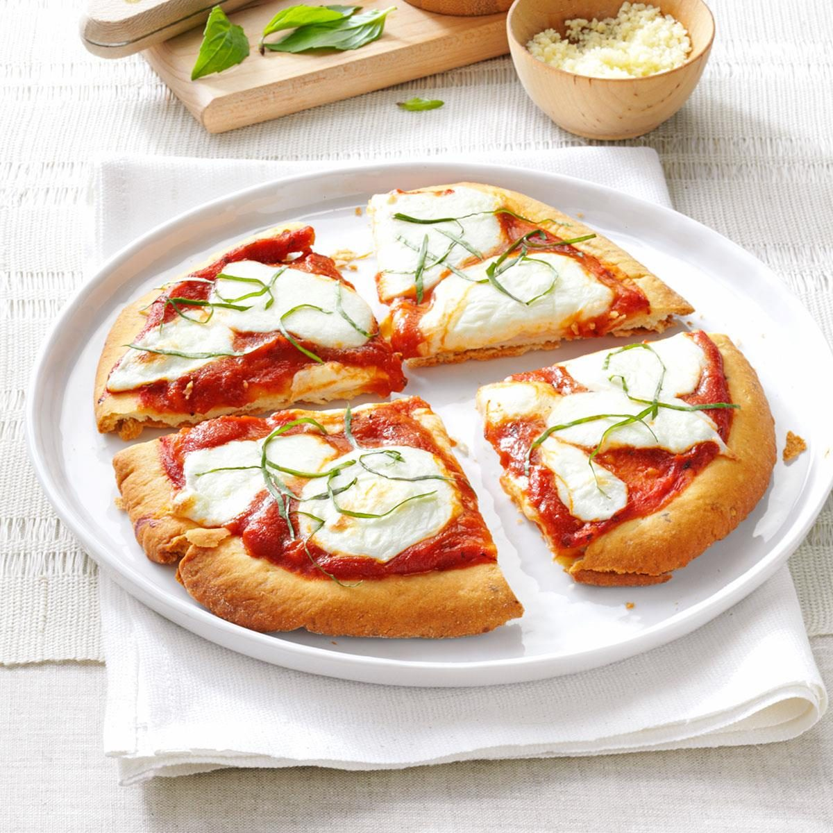 Personal margherita pizza