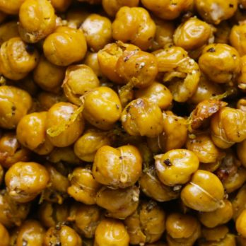 These Easy Roasted Chickpeas Will Definitely Be Your New Favorite Snack