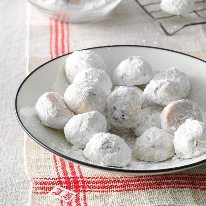 21 Snowball Cookies Perfect for Your Holiday Treat Tray