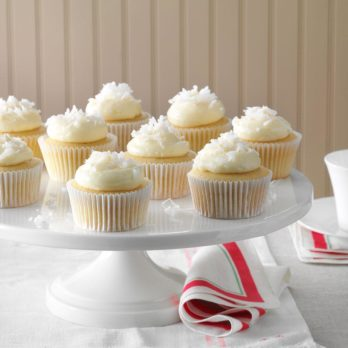 37 Delicious Stuffed Cupcake Recipes