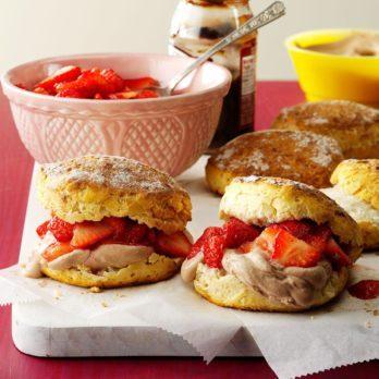 17 Impressive Chocolate-Strawberry Desserts