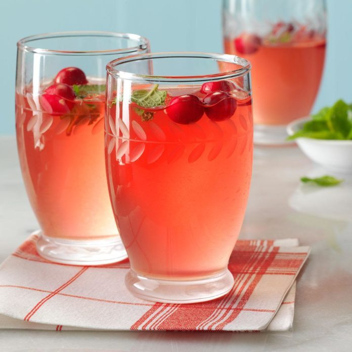 25 Days of Christmas Cocktails (and Mocktails!)