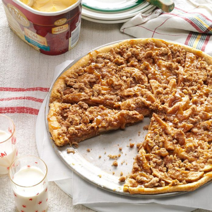 Apple Crisp Pizza