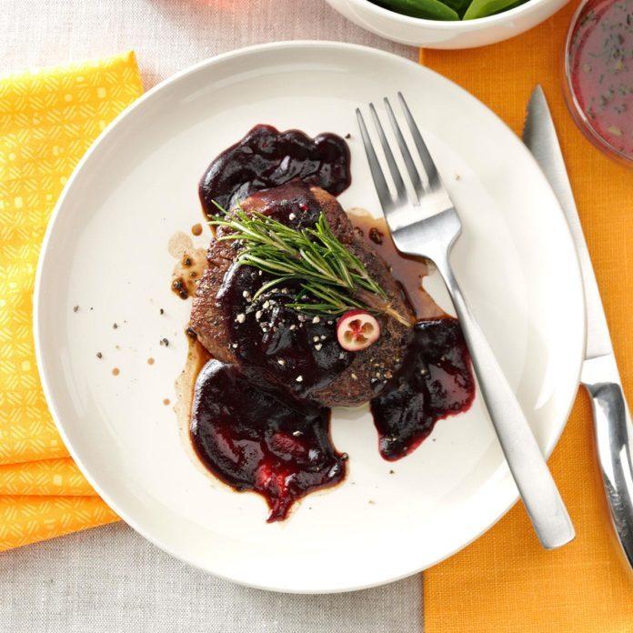 Beef Tenderloins with Cranberry Sauce