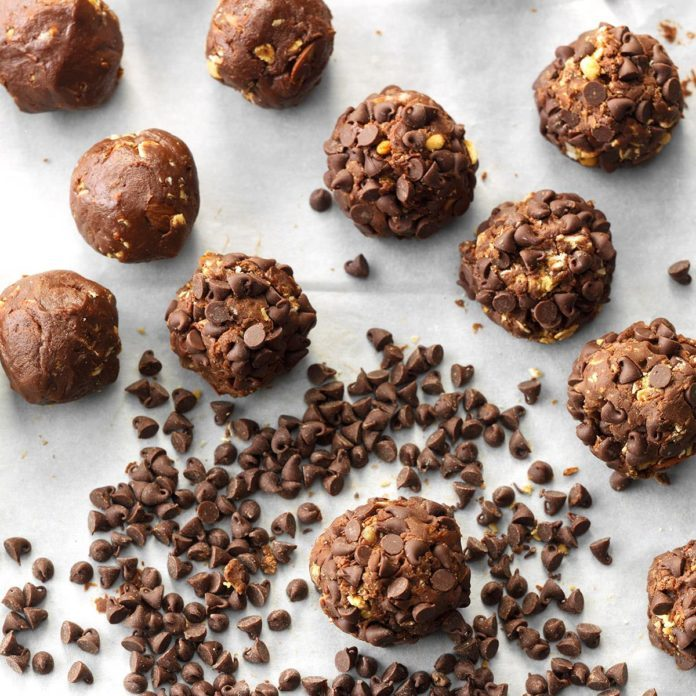 Day 28: Chocolate Almond Drops