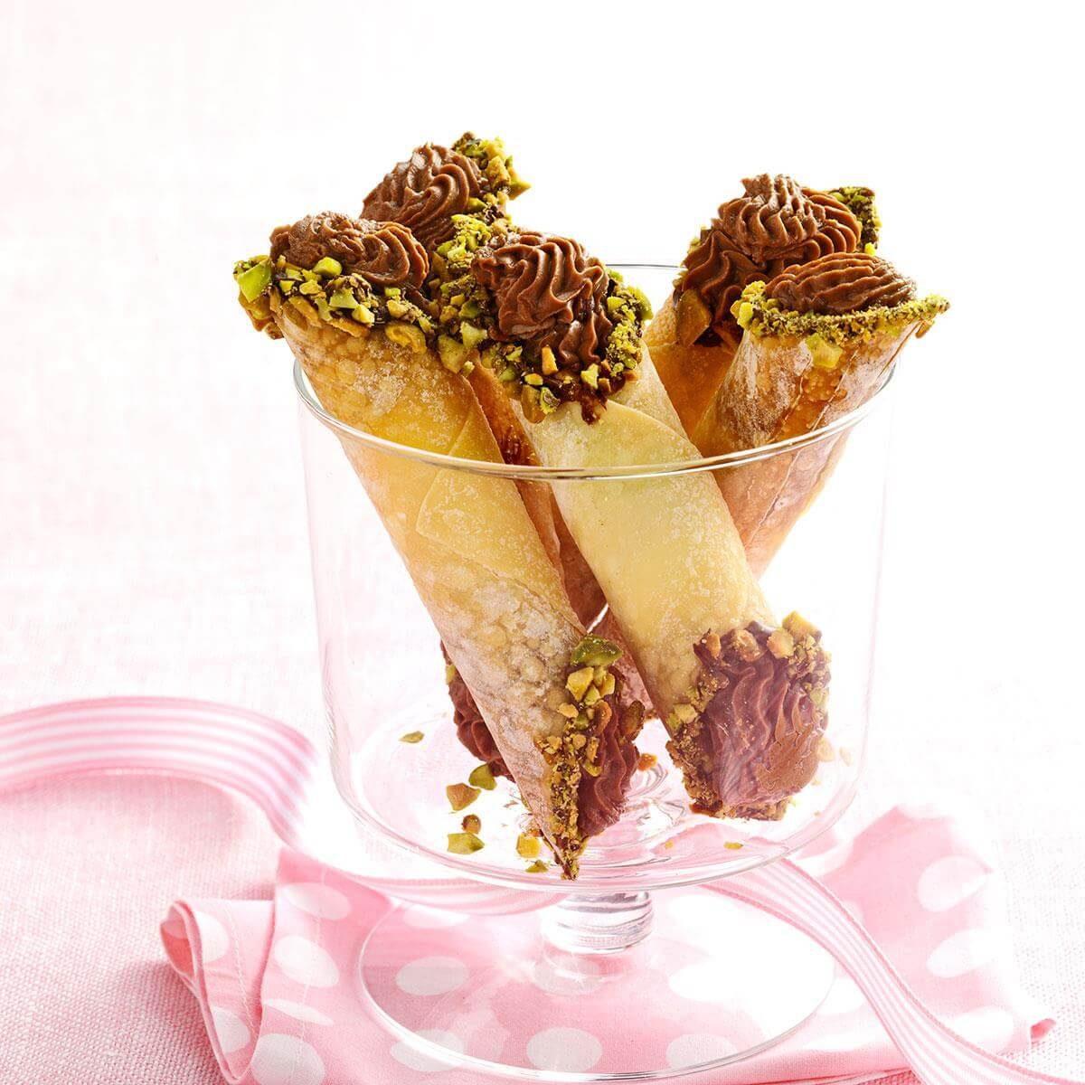 Cannoli Kitchen: Chocolate Anise Cannoli Recipe