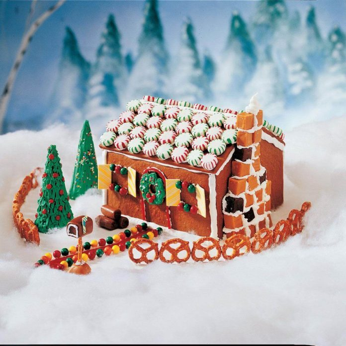 Ellen's Edible Gingerbread House