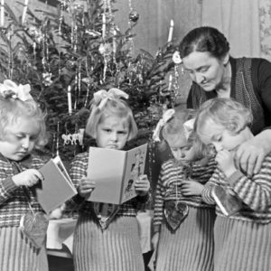 8 Timeless Holiday Traditions We Learned from Grandma