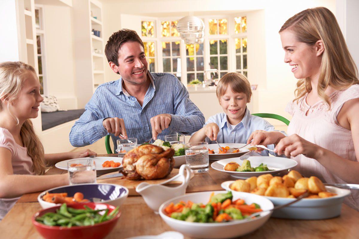 8 Healthy Habits Dietitians Teach Their Family