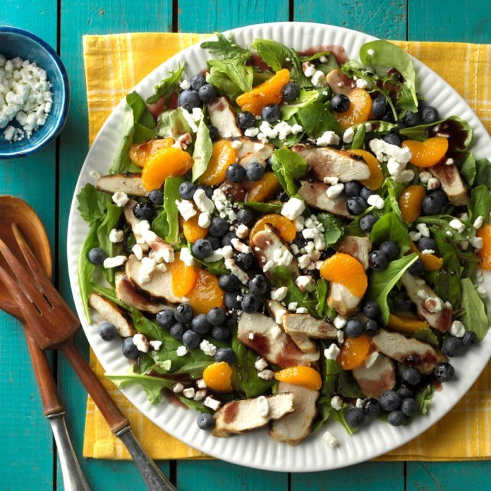 Grilled chicken salad with blueberries