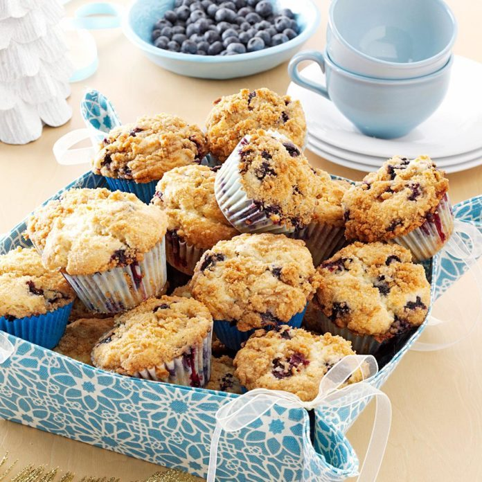 Mississippi: Lemon-Streusel Blueberry Muffins