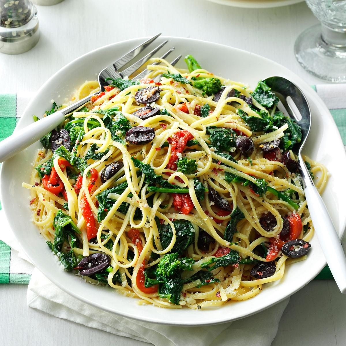 Linguine with Broccoli Rabe and Anchovies Linguine with Broccoli Rabe and Anchovies new pics