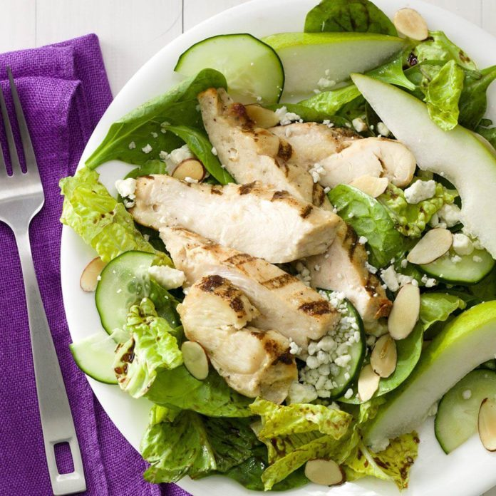 Pear & Chicken Salad with Gorgonzola