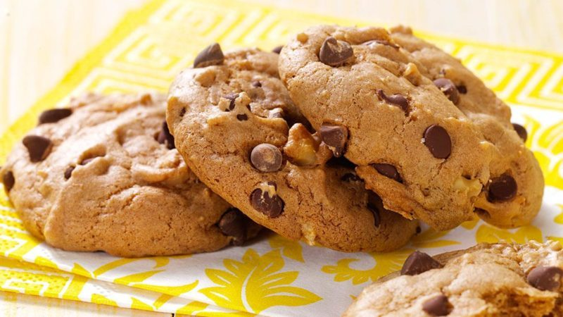 How to Make Vegan Chocolate Chip Cookies