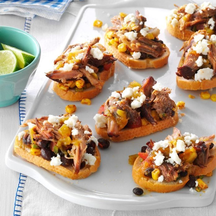 40 Easy Potluck Recipes For Your Graduation Party: Southwestern Pulled Pork Crostini Recipe