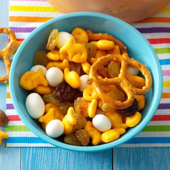 Day Eleven: So-Easy Snack Mix