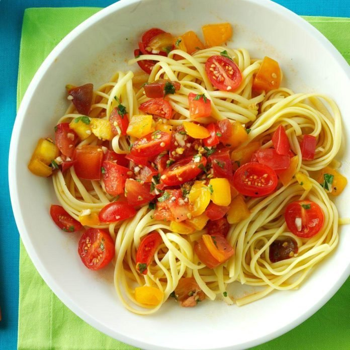 No-Cook Fresh Tomato Sauce
