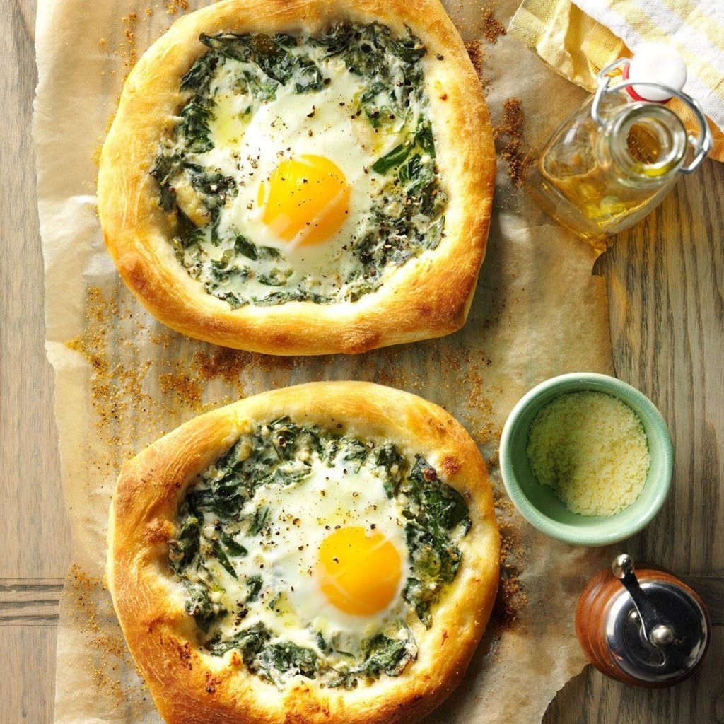 Spinach-egg breakfast pizza