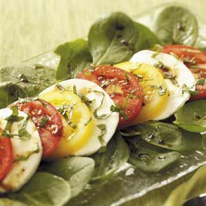 Colorful Tomato 'n' Mozzarella Salad