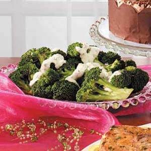 Broccoli with Tangy Horseradish Sauce