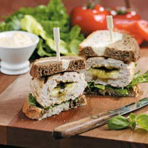 Pesto-Mozzarella Turkey Burgers