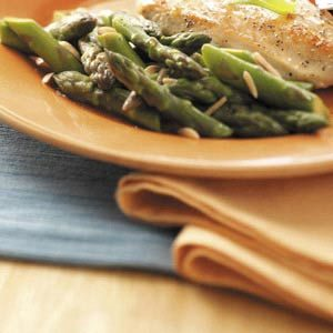 Stir-Fried Asparagus with Slivered Almonds