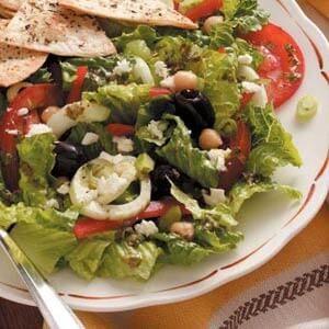 Greek Garden Salad with Dressing