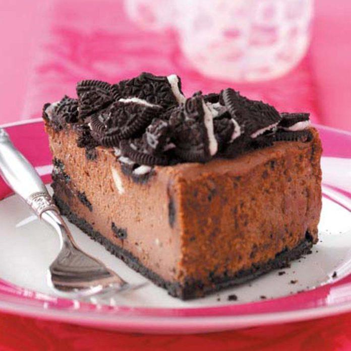 Chocolate Sandwich Cookie Cheesecake