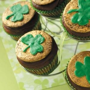 Chocolate-Mint Shamrock Cupcakes