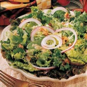 Green Salad with Onion Dressing