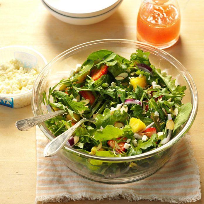 Strawberry garden salad recipe taste of home for Olive garden salad dressing recipe secret