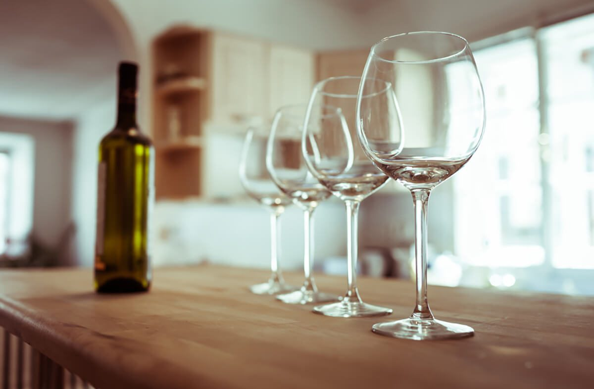 695631c72c79 The Right Way to Polish a Wine Glass