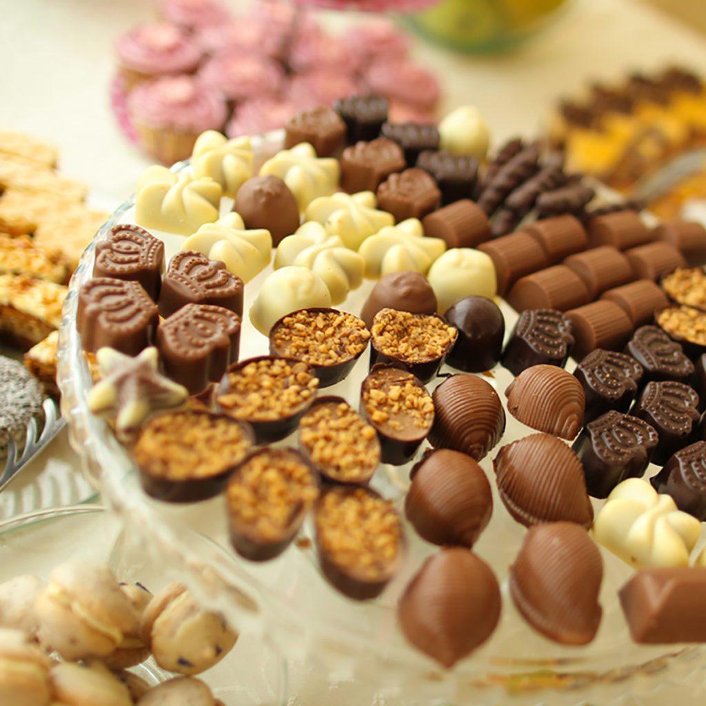 Wedding Snack Bar Ideas: 10 Dessert Table Ideas To Make Your Wedding Reception