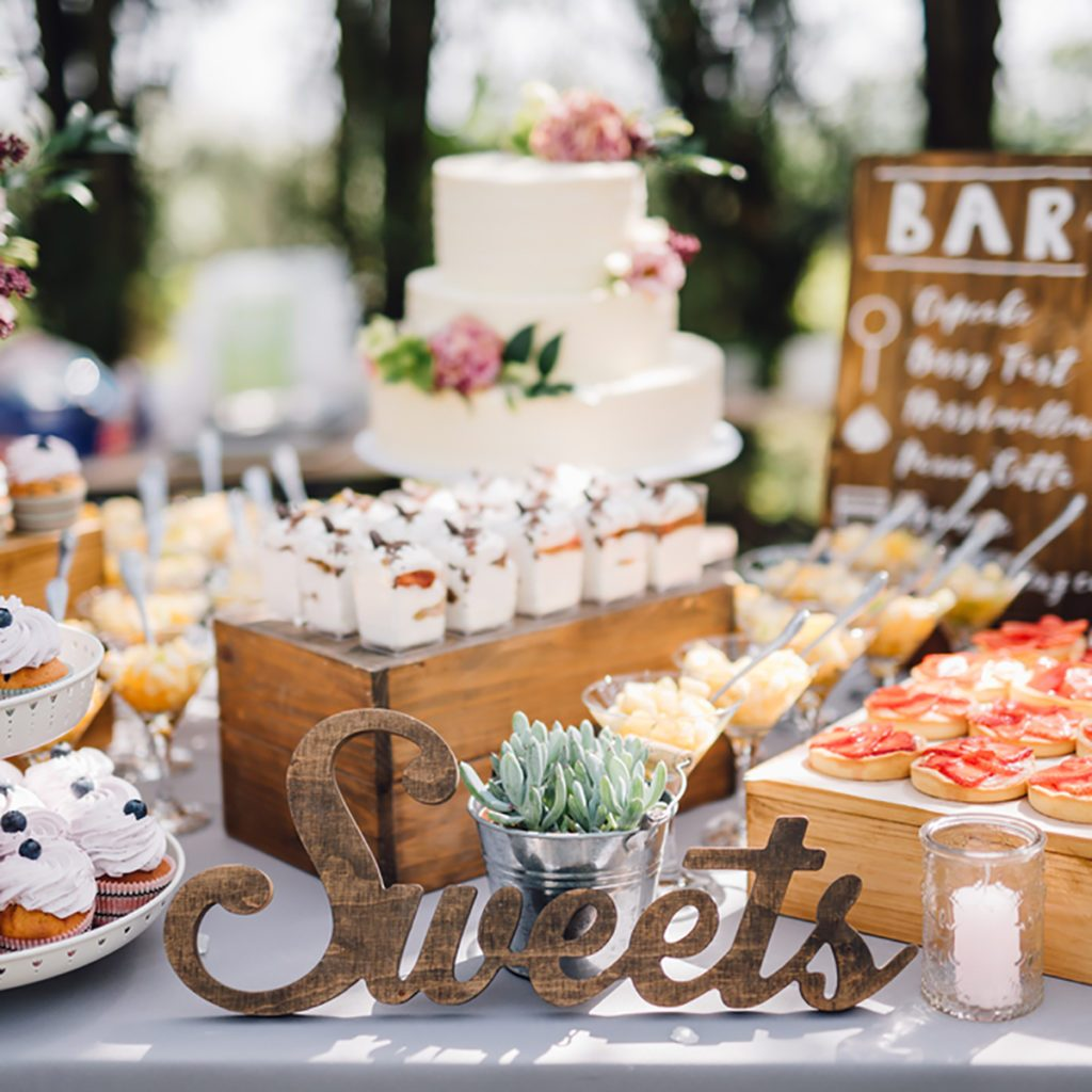 Wedding Cake Table.10 Dessert Table Ideas To Make Your Wedding Reception Unforgettable