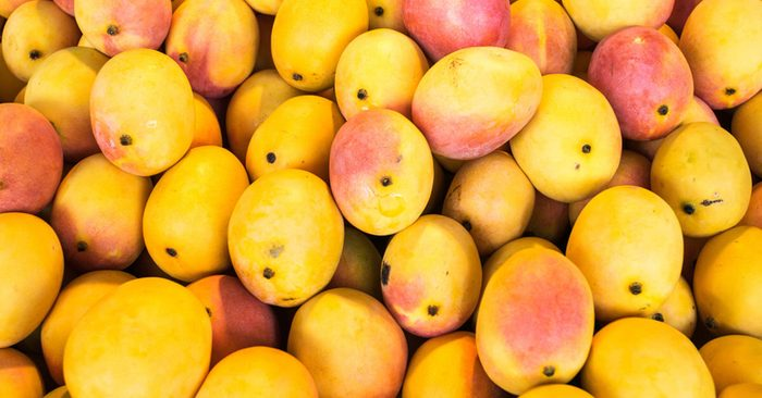 pile of mangoes