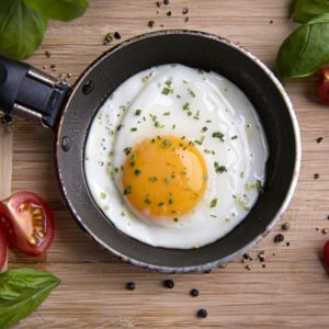 """10 """"Facts"""" About Eggs That Just Aren't True"""