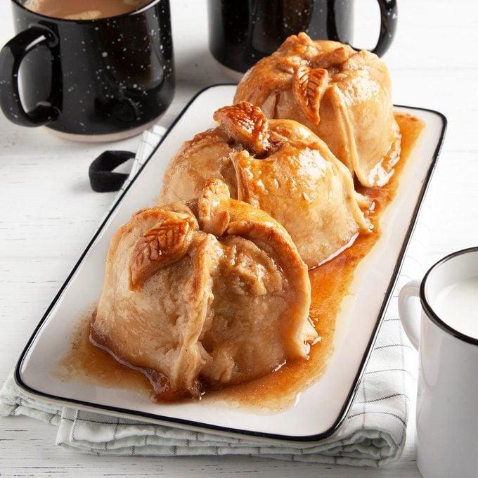 Apple Dumplings With Sauce Exps Ft20 38057 F 1008 1 3