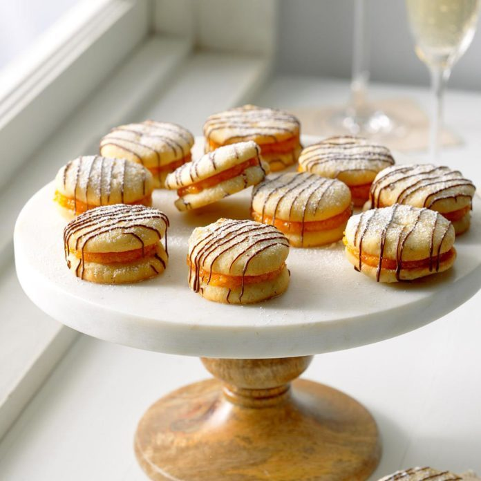 Apricot-Filled Sandwich Cookies