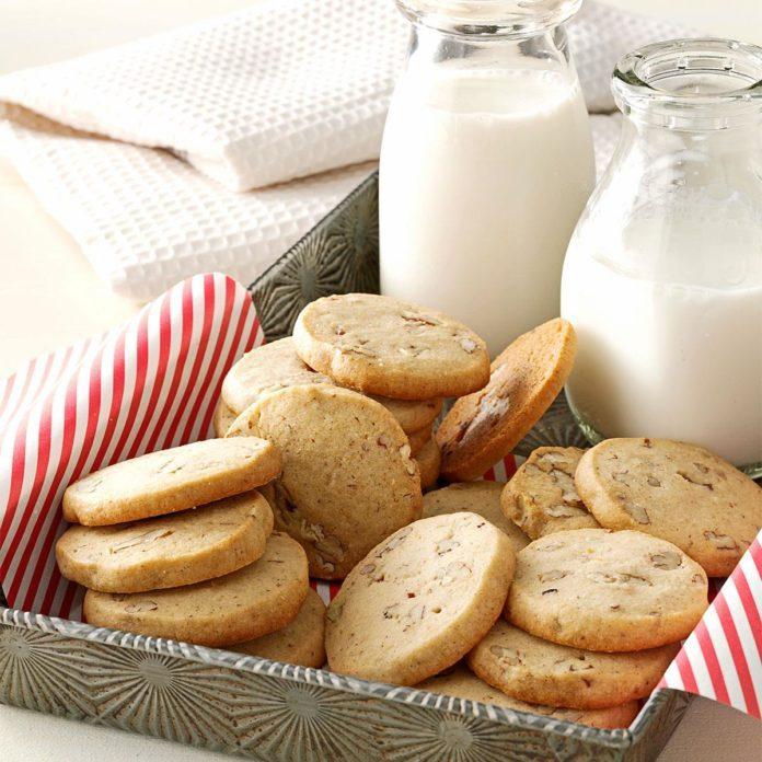 Aunt Ione's Icebox Cookies