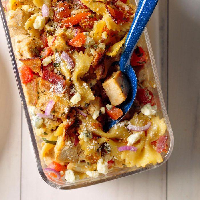 Balsamic Chicken Pasta Salad Exps Mtbz18 44698 B03 13 5b 8