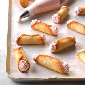 Berry-Cream Cookie Snaps