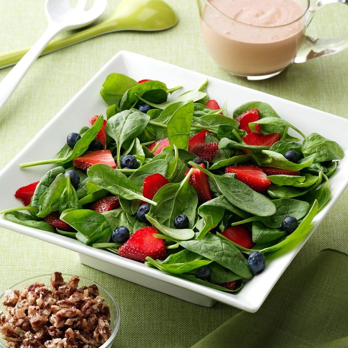 Berry Delightful Spinach Salad Exps93311 Th1999635b11 18 4bc Rms 2