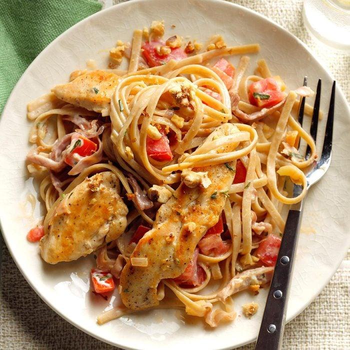 Bistro Chicken Fettucine Exps Thn17 203807 B06 16 4b 5