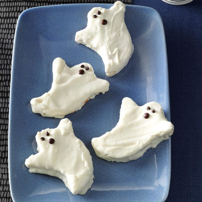 Spooky Snack: Boo Berry Ghosts